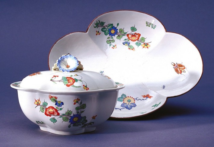 Sauce boat with cover and tray by the Chantilly Porcelain Factory